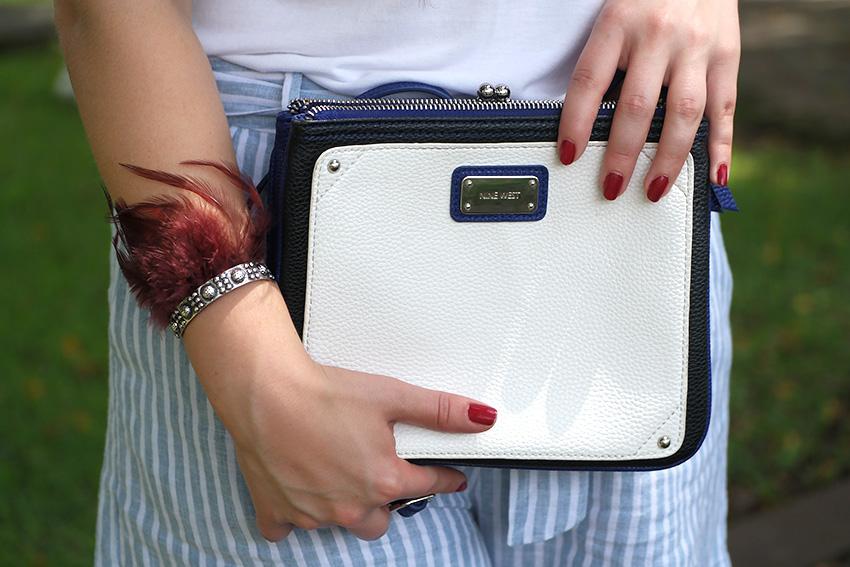 ¡Una cartera pequeña y un accesorio no me pueden faltar!